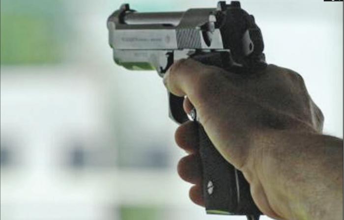 LIBERTÉ VI TRANSFORMÉ EN FAR-WEST SAMEDI SOIR : Alexandre Mendès gare sa voiture, dégaine son arme et tire sur un groupe de jeunes