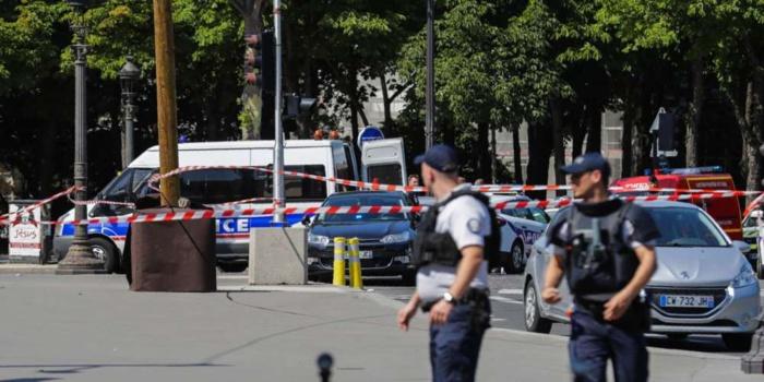 Fourgon percuté sur les Champs-Élysées : Des armes et une bonbonne de gaz retrouvées