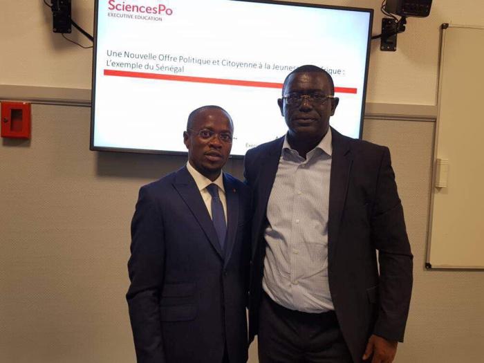 Abdou Mbow sort de sa soutenance à SciencesPo de Paris avec une mention très bien