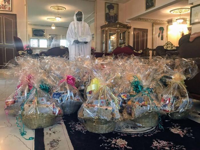 Laylatoul Khadr avec la fondation El Hadji Bassirou Diagne : Distribution des kits ndogou aux notables et délégués de quartier des 12 Pencc de Dakar  ( IMAGES )