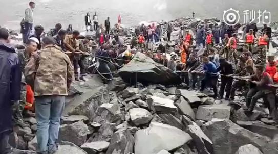 CHINE : Glissement de terrain, 100 personnes seraient ensevelies