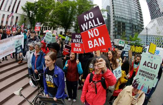 ETATS-UNIS : La Cour suprême remet partiellement en vigueur le décret migratoire de Trump