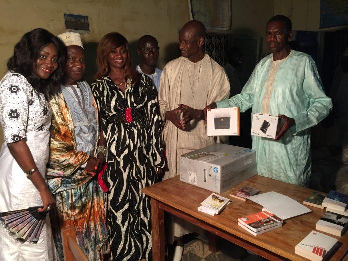 Don de livres pédagogiques, d'appareils photo digitale, d'imprimante, abonnement Internet : après Dakar, l'Association Tringa gâte Khombole