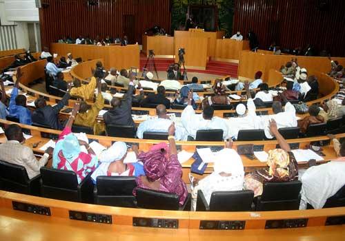 Assemblée nationale  : Des jeunes de l'opposition évacués de la tribune de l'hémicycle