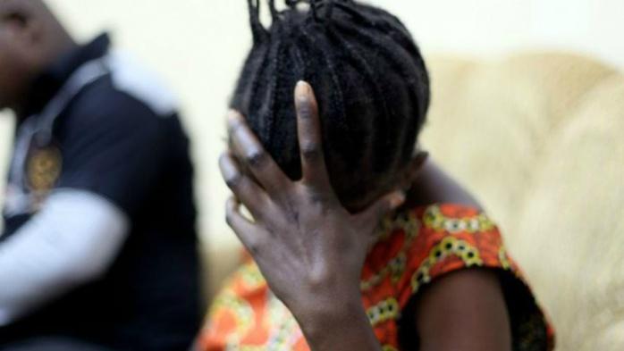 Viol : Papis Gadiaga introduit ses doigts dans les parties intimes de sa victime et la viole