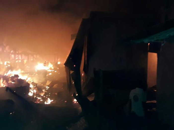 DIOURBEL - Le marché Ndoumbé Diop en feu... Un feu non encore maîtrisé