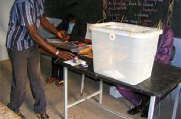 CENTRE SERIGNE MOUSSA KA DE PIKINE : Des électeurs détenteurs de nouvelles cartes ne retrouvent pas leurs noms sur les listes