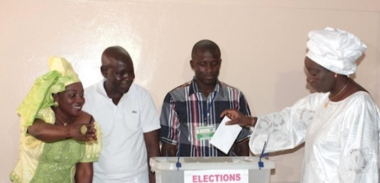 """Mimi Touré après avoir voté à Kaolack : """" Ce jour est celui du peuple qui décidera souverainement comme il sait le faire. """""""
