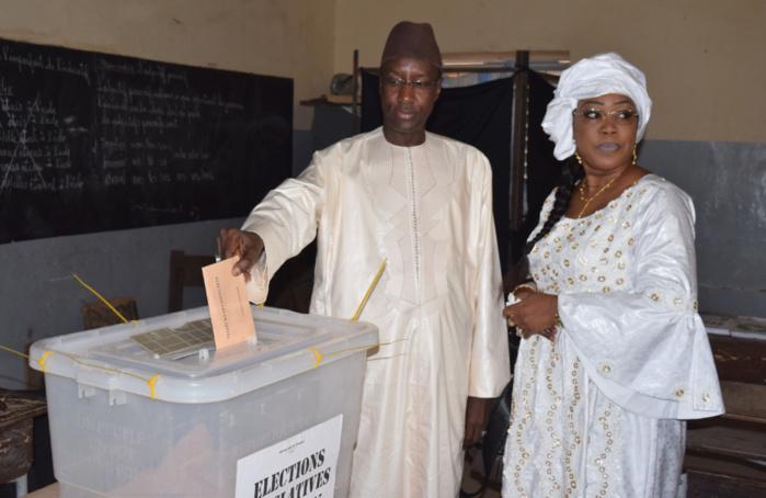 Mamadou Mamour Diallo retourne à l'Ecole 1 pour voter