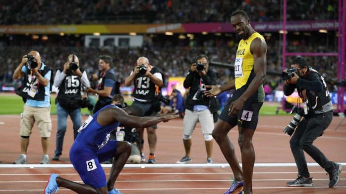 Après son sacre sur 100 m, Gatlin s'est prosterné devant Bolt