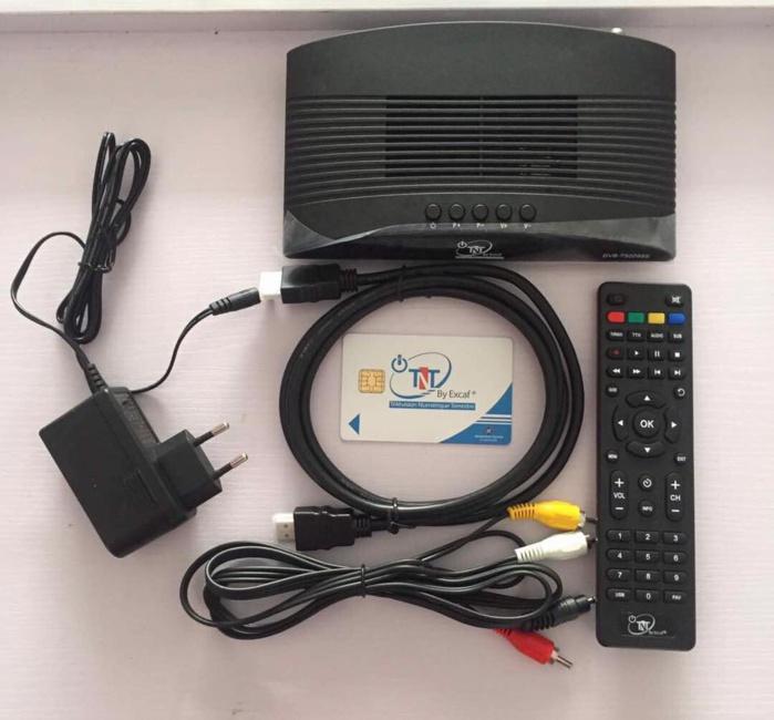 """TNT : Le signal  accessible uniquement  aux décodeurs homologués et estampillés """"TNT By Excaf""""."""