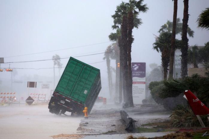 Harvey, pire ouragan depuis Katrina, s'abat sur les côtes du Texas