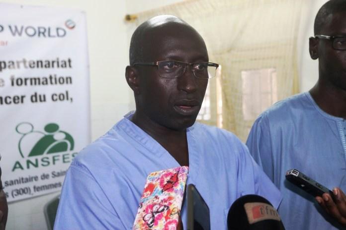 Pr Mamadou Diop, directeur de l'institut du cancer : « Le col de l'utérus tue beaucoup de femmes par an au Sénégal. »