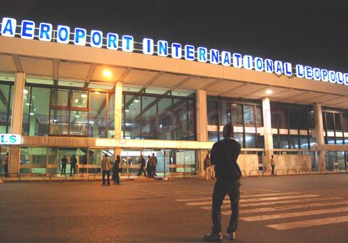 Une citoyenne du nom de N. Monique, musulmane voilée, a été arrêtée jeudi à l'aéroport LSS au motif d'outrage, violence et voie de fait.