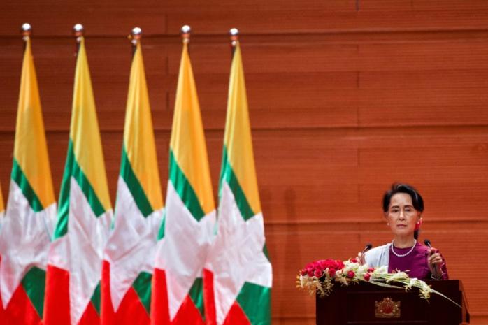 """Crise des Rohingyas: Aung San Suu Kyi """"prête"""" à organiser le retour des réfugiés"""