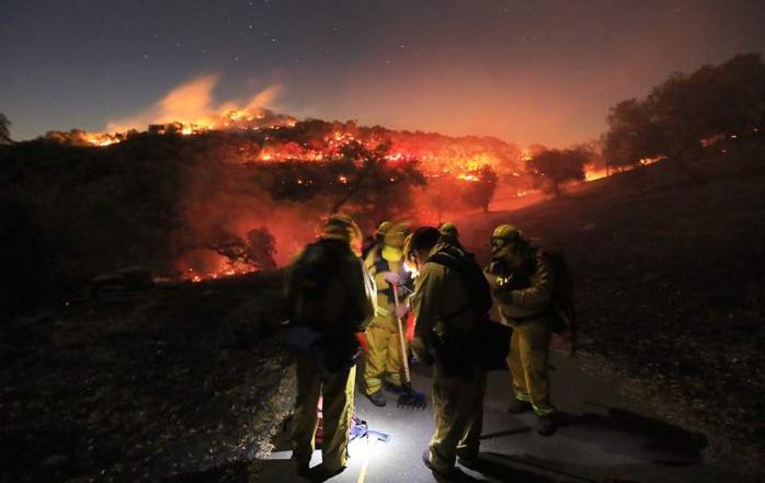 ETATS-UNIS : En Californie, même les prisonniers prêtent main forte aux pompiers