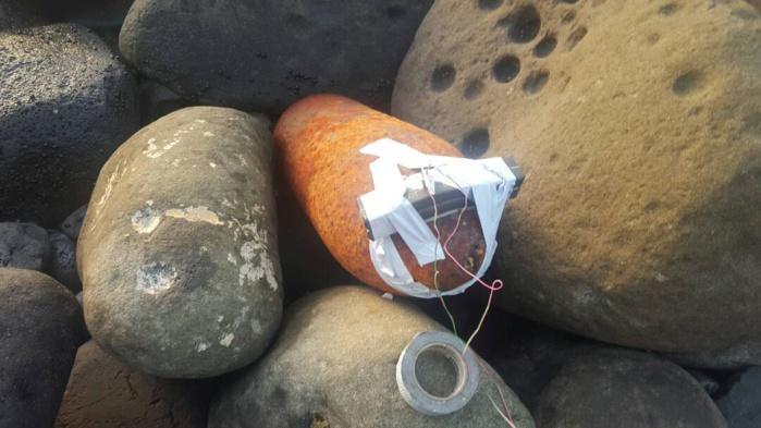 Corniche Ouest : Un obus avec sa tête et le dispositif de mise en feu refoulé par la mer