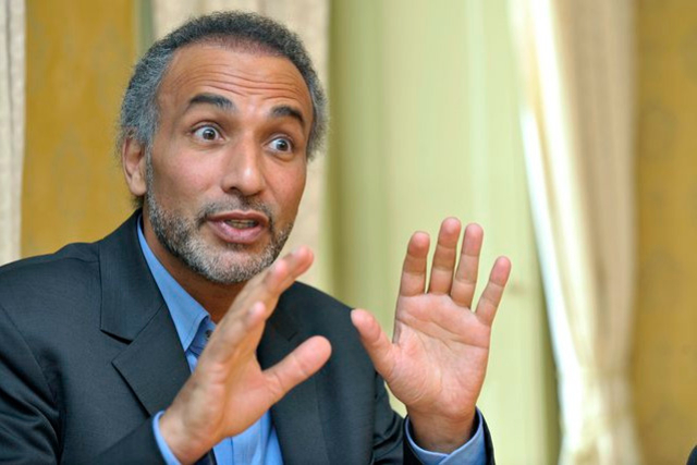"""Pour Tariq Ramadan """"soit vous êtes voilée, soit vous êtes violée"""", affirme l'une de ses victimes présumées"""
