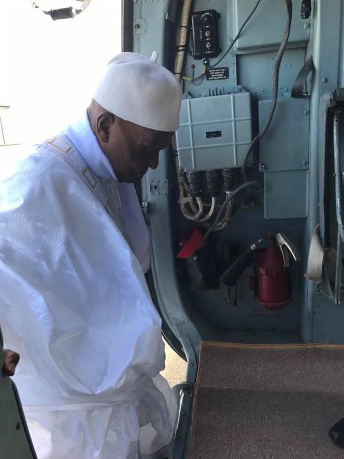 A la tête d'une forte délégation, Me Abdoulaye Wade quitte Dakar à bord d'un hélicoptère en direction de Touba