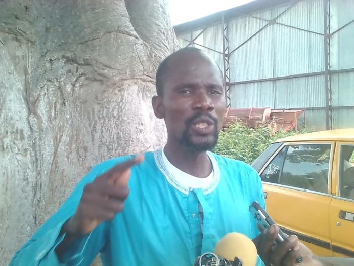 """Mamadou Diouly Ndao, 1er adjoint au maire de Latmingué : """" C'est la commune de Latmingué qui a pris en charge les fournitures scolaires des élèves. Le maire n'a sorti aucun franc pour cela! """""""