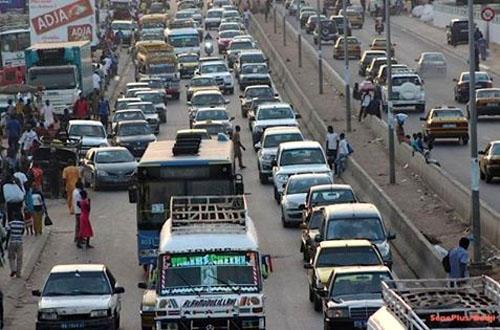 300 000 véhicules en circulation dans la ville : Dakar pousse le bouchon très loin !