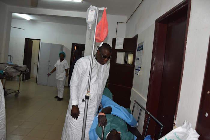 Centre hospitalier de Ziguinchor : Le maire Abdoulaye Baldé rend visite aux blessés
