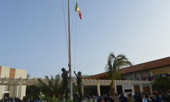 DEUIL NATIONAL : Ziguinchor se recueille devant des drapeaux en berne