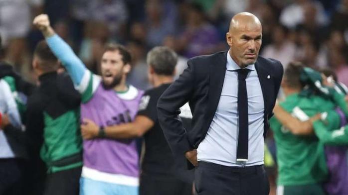 Football : au Real Madrid, Zidane fait face à sa première crise
