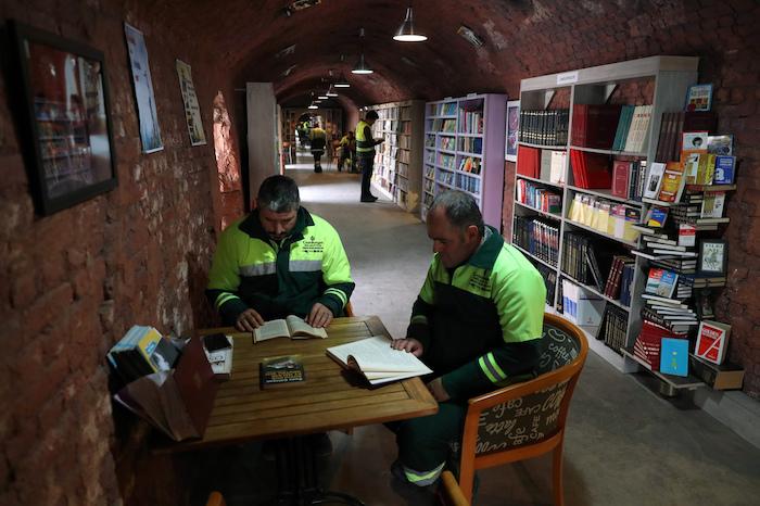 Des éboueurs créent une bibliothèque à partir de livres jetés