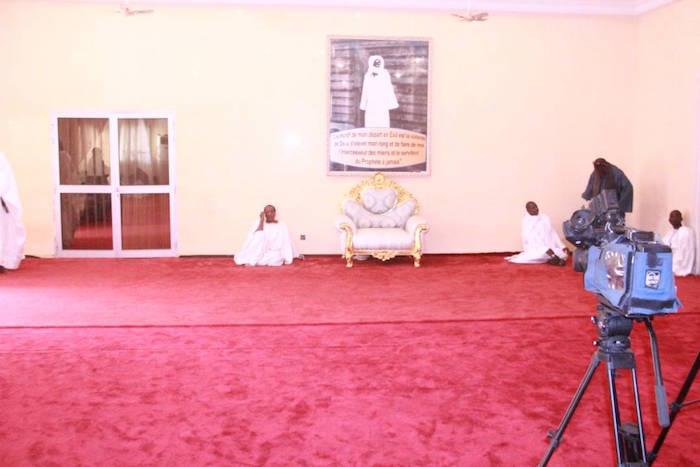 DÉCLARATION ATTENDUE À TOUBA- Mise en place achevée... Chaise du Khalife installée... Cheikh Bass déjà sur place
