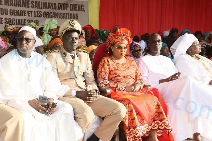 Visite de Mme Salimata Diop Dieng à Pikine : 165 millions dégagés pour le lancement de 70 unités économiques