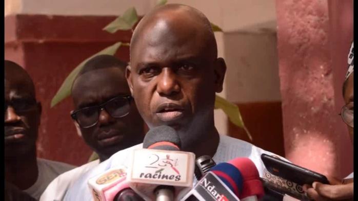 """Mansour Faye, parlant de l'interdiction d'accès à l'aéroport à Awa Ndiaye, se justifie : """"Même mon épouse a été retenue à la porte"""""""