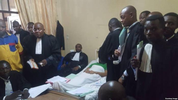 Un élu d'opposition jugé depuis sa chambre d'hôpital en RDC