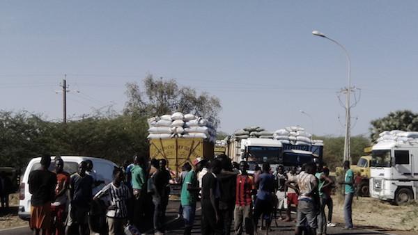 Sonacos Lyndiane : Des camions ont barré l'entrée principale