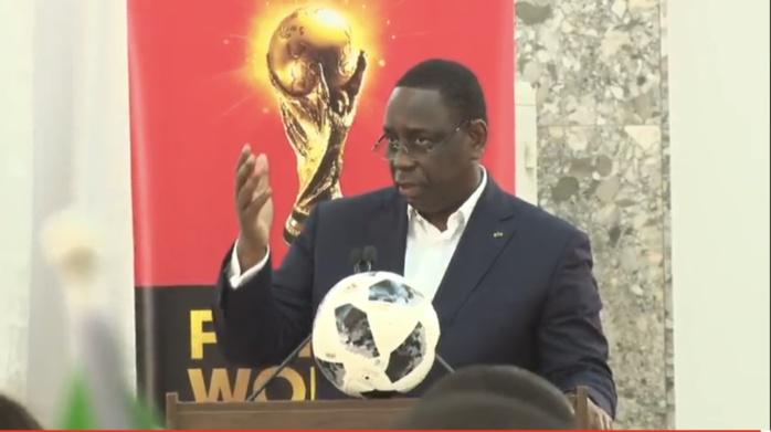 Le trophée de la la Coupe du Monde brandi au Palais par le président Macky Sall