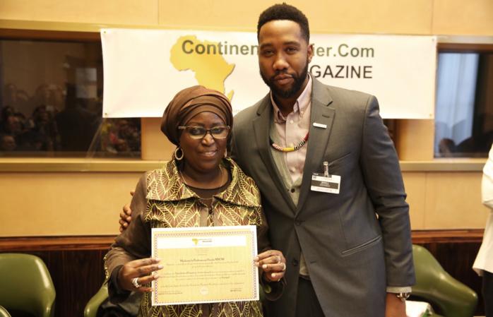 Engagement pour les Femmes: Pre Penda Mbow reçoit une distinction des mains du petit fils de Nelson Mandela