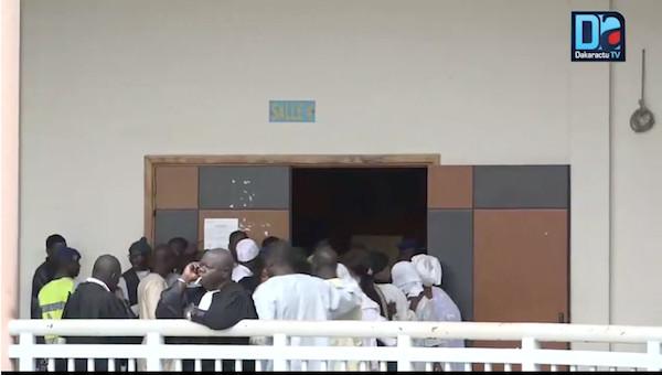 Arrivée au tribunal des percepteurs Bocoum et Touré / Reprise de l'audience d'une minute à l'autre