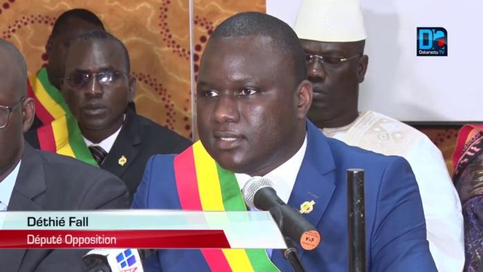 Déthié Fall boude l'Assemblée nationale pour rejoindre Idrissa Seck au commissariat du 4ème arrondissement
