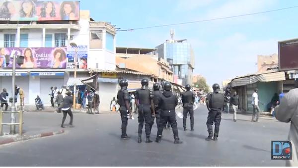 Centre-ville : les manifestations gagnent du terrain, la police semble dépassée
