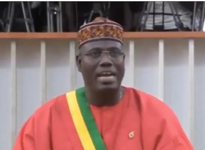 """Assemblée nationale / Cheikh Abdou Bara Dolly au ministre Ismaïla Madior Fall  : """"Je sais que si cette loi ne passe pas, tu seras viré """""""