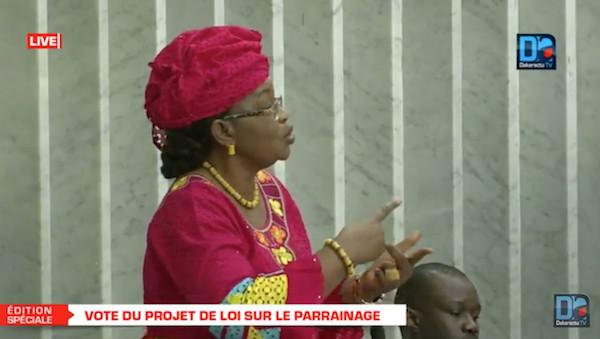 """Assemblée nationale : """"Ce projet de loi est contesté jusqu'au sein de la majorité"""" (Aïda Mbodj)"""