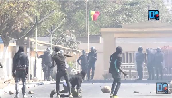 Gandiaye: Les élèves saccagent la mairie et blessent 3 gendarmes