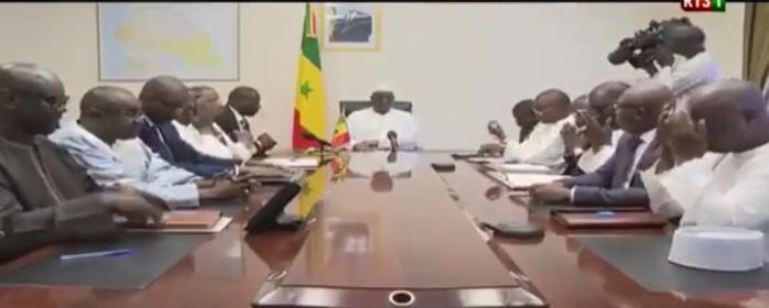 Drame du stade Demba Diop : Macky Sall s'entretient avec les familles des victimes (Images)