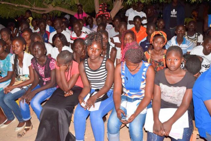 GANDIAYE-  POPENGUINE- Pape Demba Bitèye équipe les 2000 marcheurs et revient sur l'importance que le Président Sall accorde à la jeunesse.