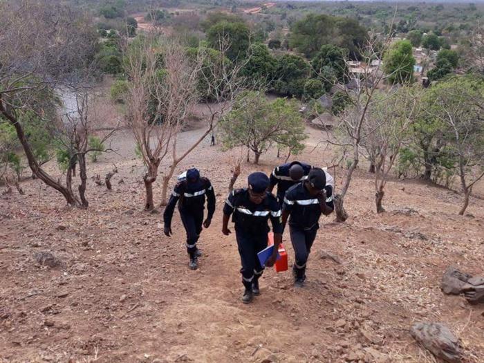 Kédougou : Spectaculaire opération de sauvetage à Iwol à 493 m d'altitude au-dessus du village de Ibel.