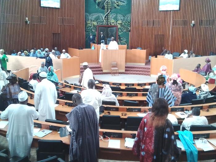 Assemblée nationale : Moustapha Niasse quitte la salle après un échange de propos aigres-doux avec Ousmane Sonko