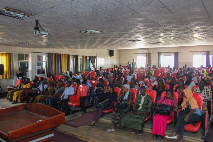 Pour assumer leur rôle dans l'émergence : La jeunesse sensibilisée par le Dg de la SN-HLM, Mamadou Kassé