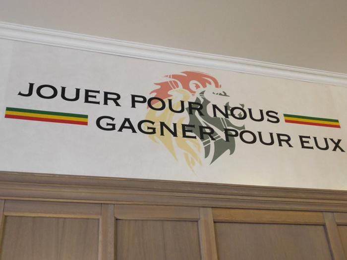 KALUGA (RUSSIE : quelques messages floqués sur les murs de l'hôtel des Lions du Sénégal
