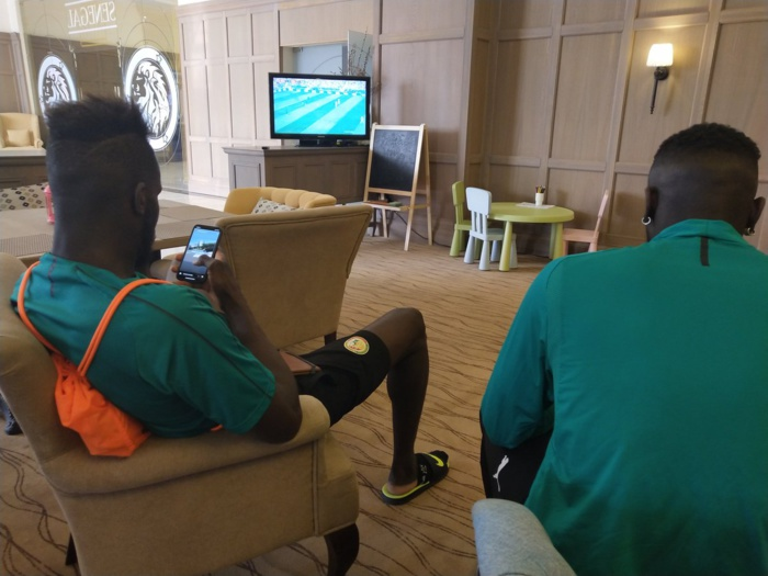 RUSSIE 2018 : Les joueurs sénégalais en train de regarder le premier match de la compétition