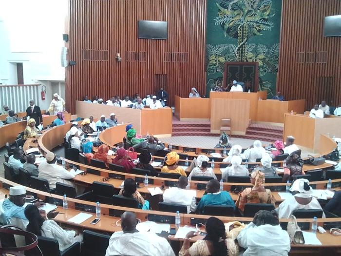 Assemblée nationale : Les parlementaires examinent le projet de loi de finances rectificative 2018 pour une hausse de 108,7 milliards